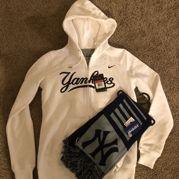 big sale c93a2 43551 Women's NIKE NEW YORK YANKEES HOODIE NWT